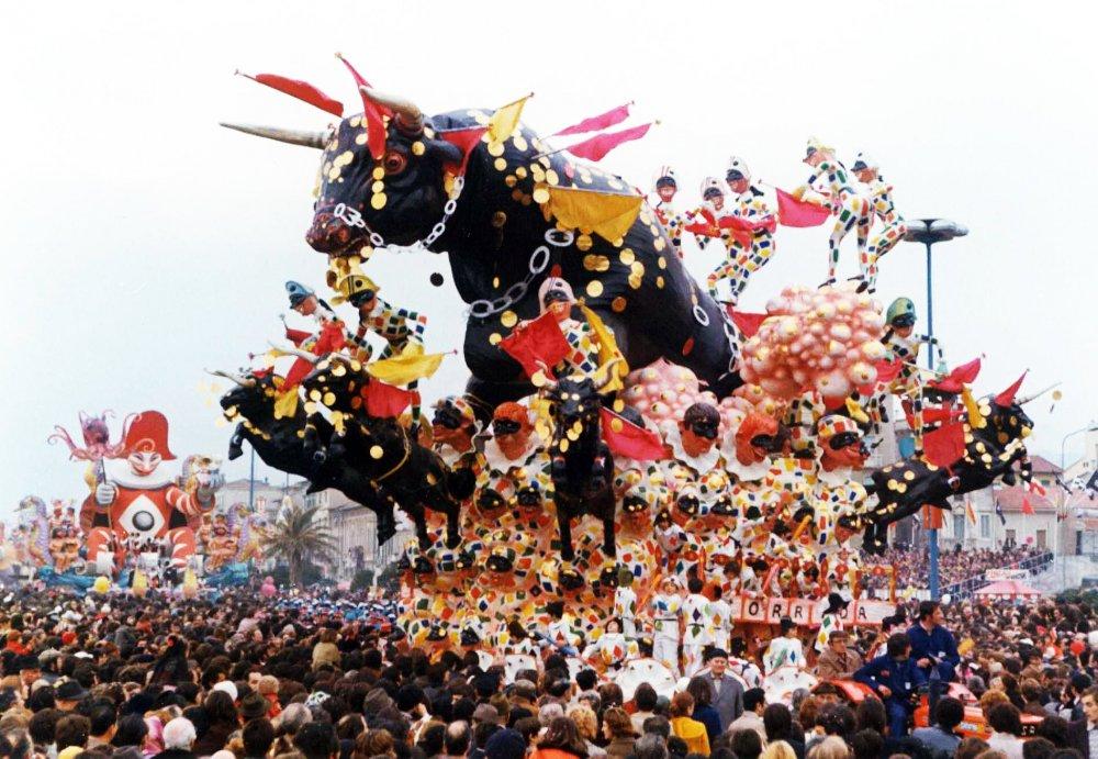 La grande corrida di Giovanni Lazzarini - Carri grandi - Carnevale di Viareggio 1973