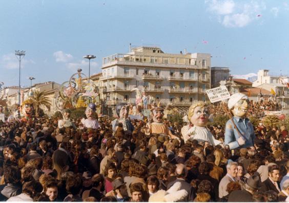 L'italiano ottimista forza Italia di Giovanni Pardini - Mascherate di Gruppo - Carnevale di Viareggio 1973