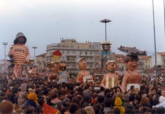 Sulla spiaggia al di là del molo di Davino Barsella - Complessi mascherati - Carnevale di Viareggio 1973