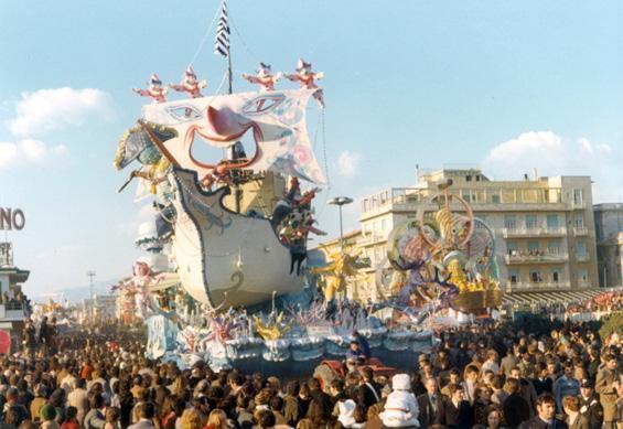 Viareggio in vista di Sergio Baroni - Carri grandi - Carnevale di Viareggio 1973
