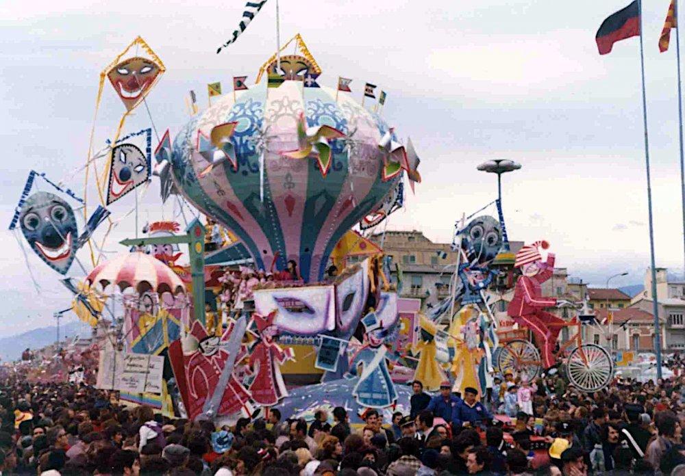 La battaglia di carta di Sergio Baroni - Carri grandi - Carnevale di Viareggio 1974