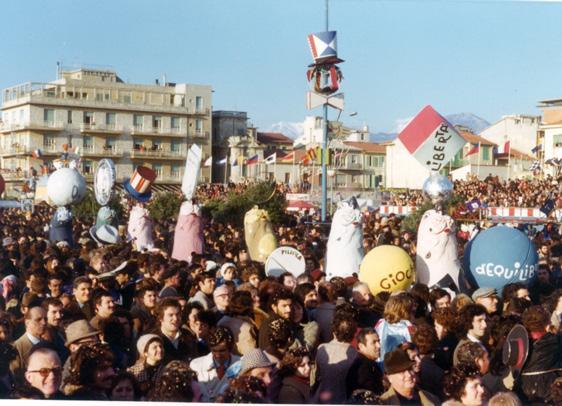 Giochi di equilibrio di Guidobaldo Francesconi - Mascherate di Gruppo - Carnevale di Viareggio 1975