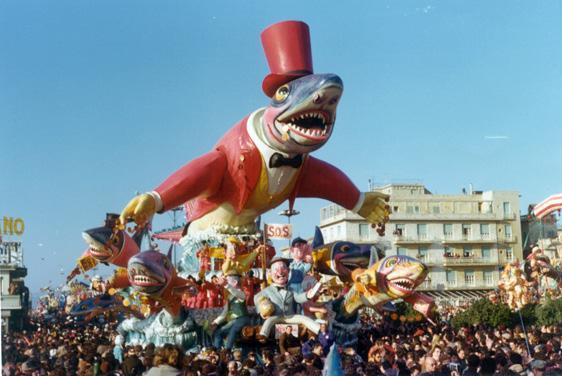I pescicani di Carlo Vannucci - Carri grandi - Carnevale di Viareggio 1975