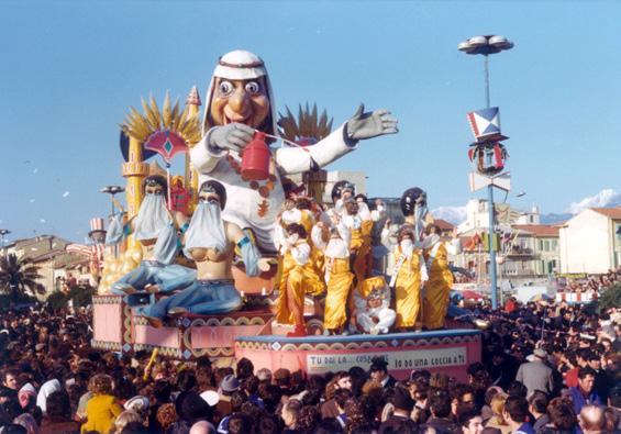 Tu dai la... cosa a me, io do una goccia a te di Carlo Francesconi, Sergio Barsella - Carri piccoli - Carnevale di Viareggio 1975