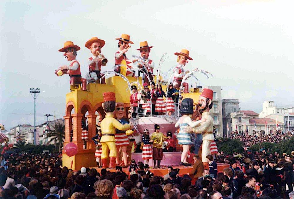 Ed ora... liscio di Giuseppe Palmerini - Carri piccoli - Carnevale di Viareggio 1976
