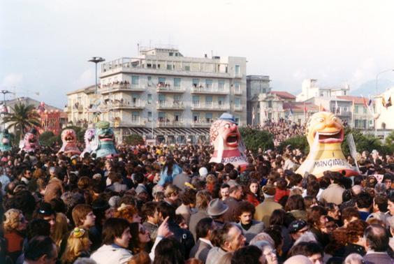I mangiatutto di Angelo Romani - Mascherate di Gruppo - Carnevale di Viareggio 1976