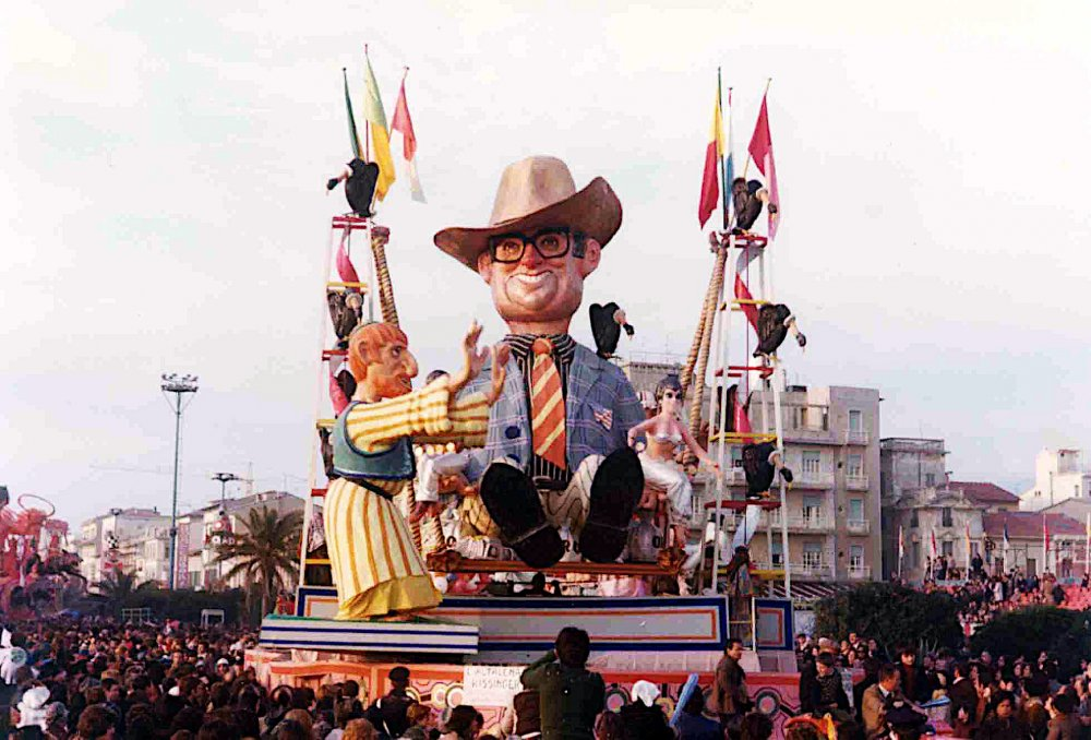 L'altalena Kissinger di Davino Barsella - Carri piccoli - Carnevale di Viareggio 1976