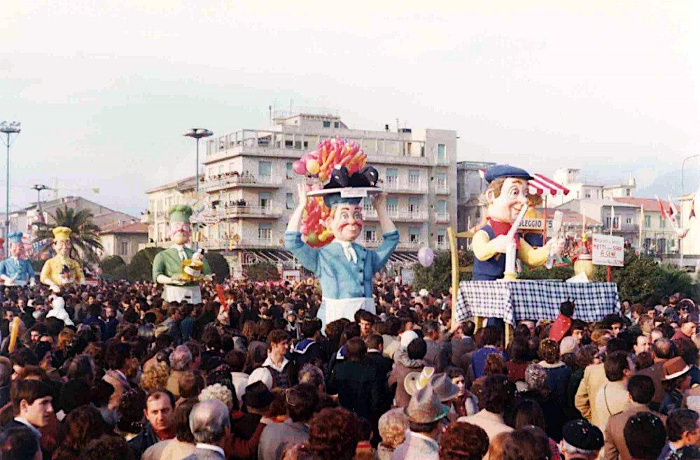 Metti una sera a cena di Paolo Lazzari - Mascherate di Gruppo - Carnevale di Viareggio 1976