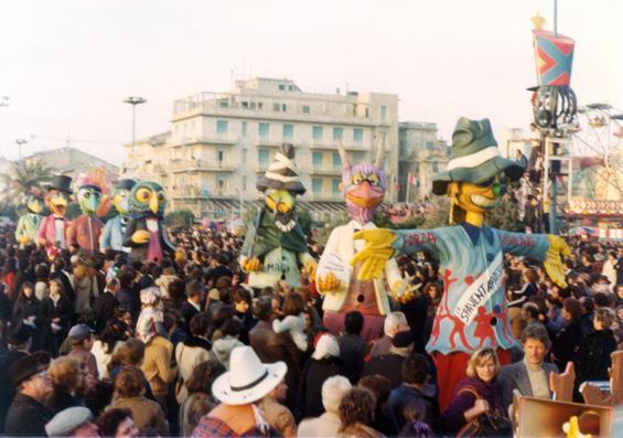 Lo spaventapasseri di Giovanni Pardini - Mascherate di Gruppo - Carnevale di Viareggio 1977