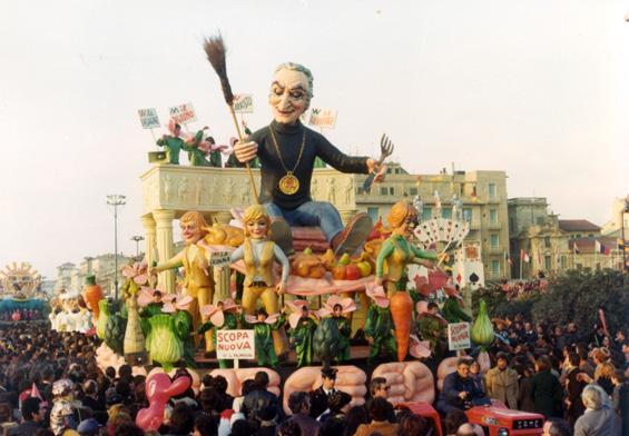 Scopa nuova di Giuseppe Palmerini - Carri piccoli - Carnevale di Viareggio 1977