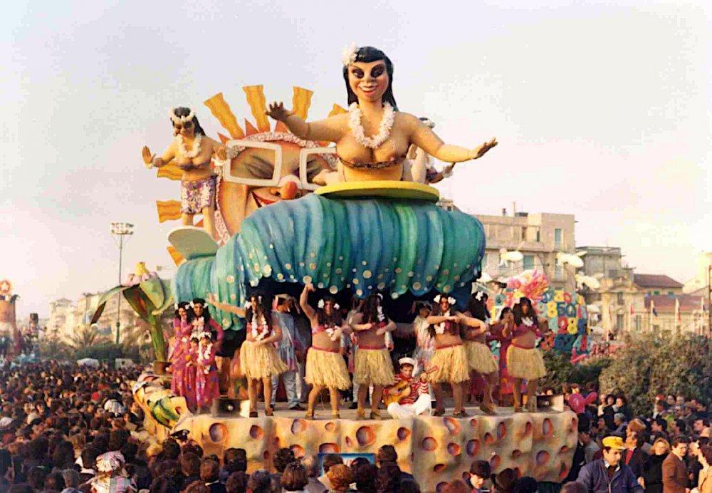 Sulla cresta dell'onda di Sergio Barsella - Carri piccoli - Carnevale di Viareggio 1977