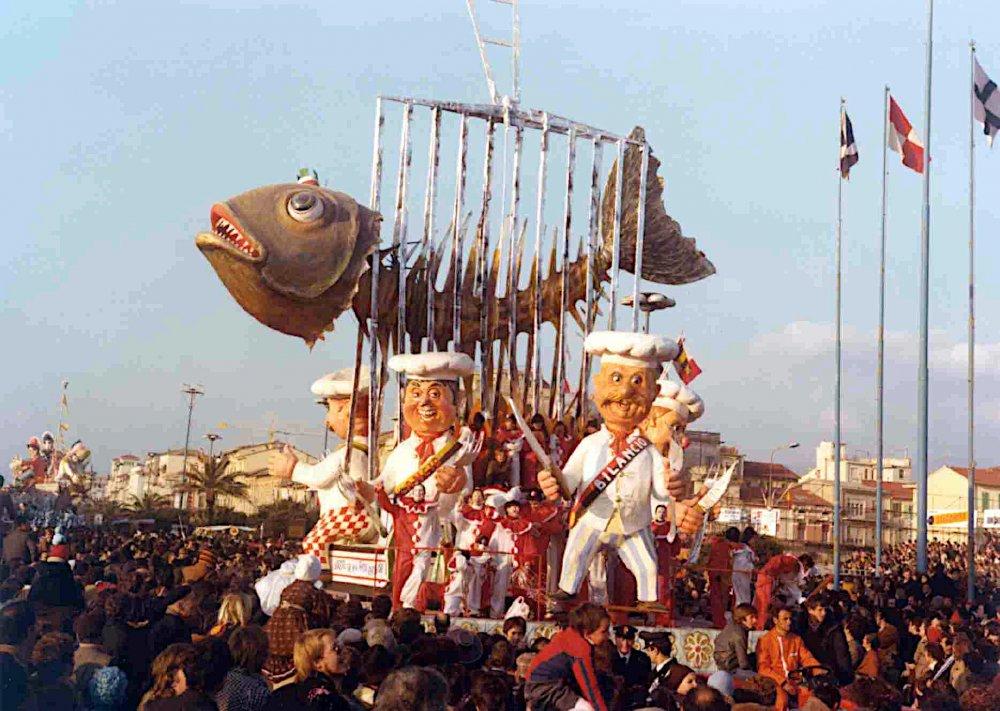 Arrosto che non tocca lascia che bruci di Davino Barsella - Carri piccoli - Carnevale di Viareggio 1978