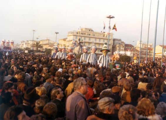 Prigionieri senza sbarre di Angelo Romani - Mascherate di Gruppo - Carnevale di Viareggio 1978