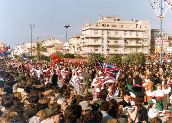 Tutto il mondo rende omaggio a Re carnevale di Rione Vecchia Viareggio - Palio dei Rioni - Carnevale di Viareggio 1978