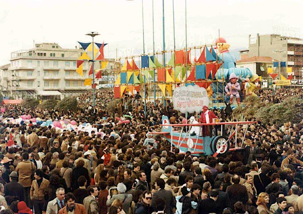 Carnevale fra le nuvole di Rione Vecchia Viareggio - Palio dei Rioni - Carnevale di Viareggio 1979