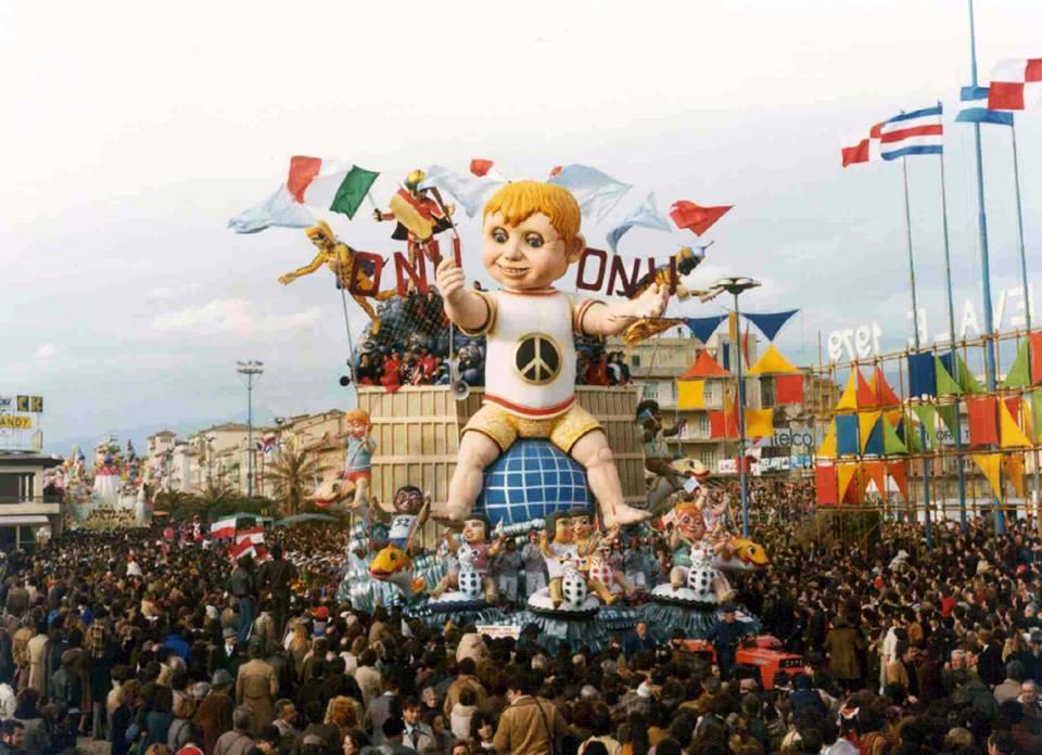 I bimbi di questo mondo di Renato Verlanti - Carri grandi - Carnevale di Viareggio 1979