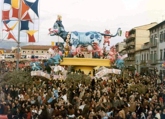 La vacca capitolina di Carlo Vannucci - Carri grandi - Carnevale di Viareggio 1979