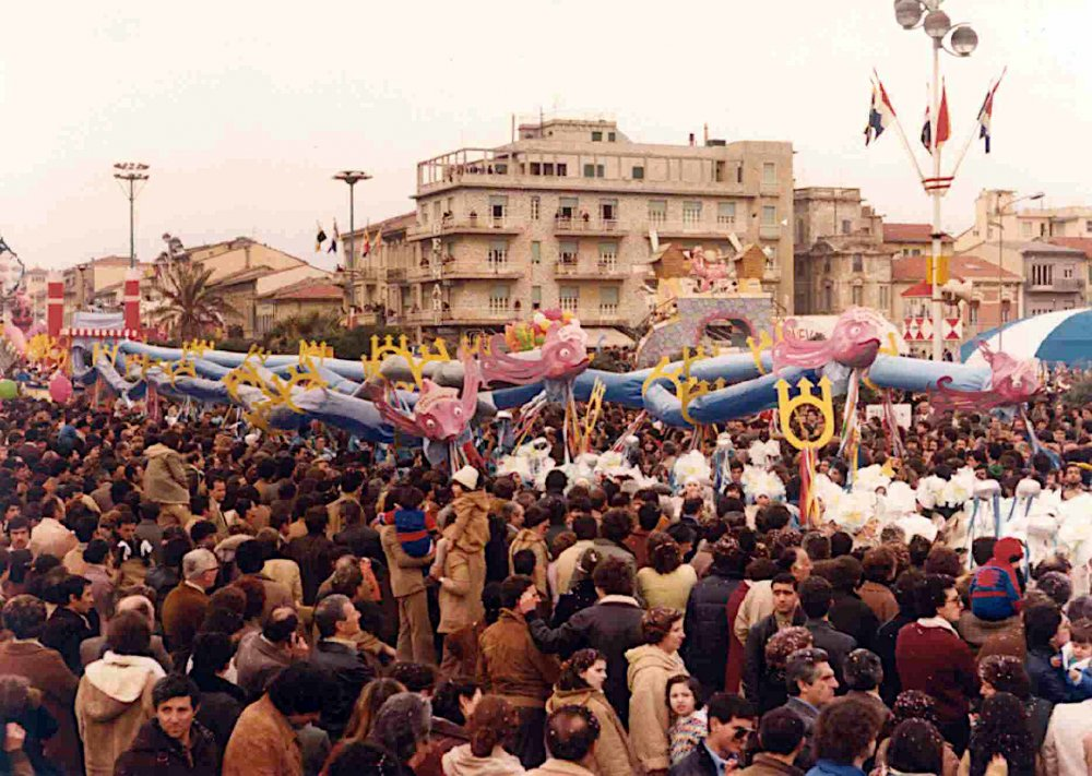 Dragami, ma di rena saziami di Rione Marco Polo - Palio dei Rioni - Carnevale di Viareggio 1980