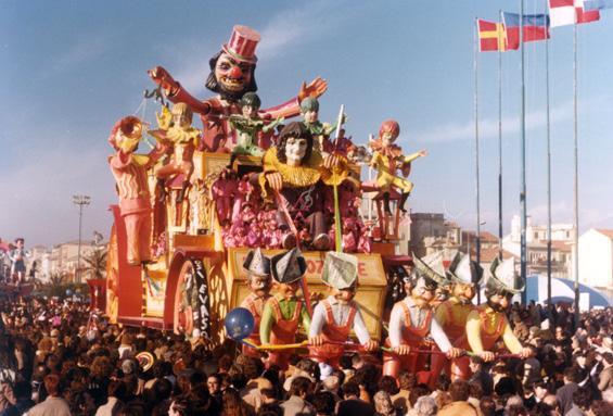 Il carrozzone di Nilo Lenci, Giulio Palmerini - Carri grandi - Carnevale di Viareggio 1980