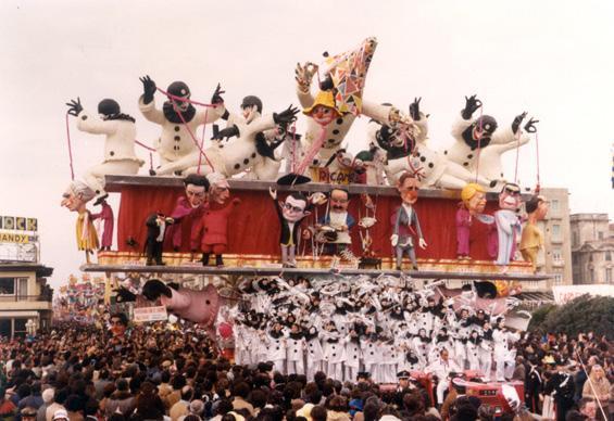 Scherzando con le lacrime agli occhi di Arnaldo Galli - Carri grandi - Carnevale di Viareggio 1980