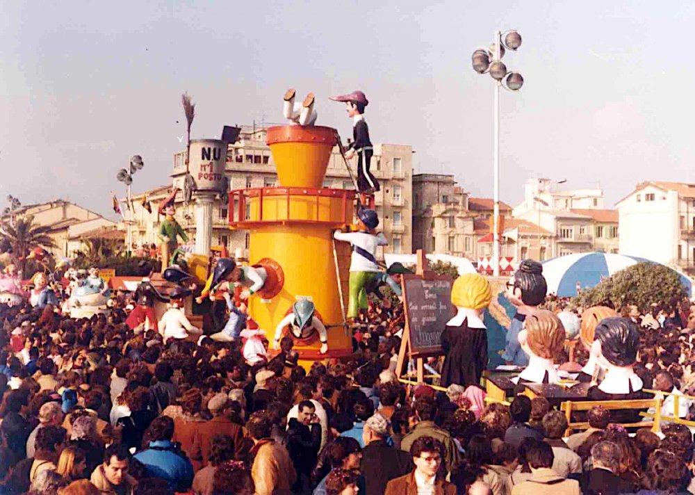 Addio sogni di gloria di Giovanni Pardini, Angelo Romani - Mascherate di Gruppo - Carnevale di Viareggio 1981