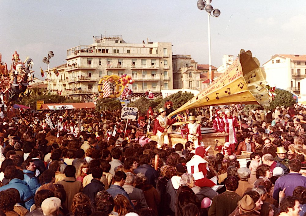 Sempre la stessa musica di Rione Varignano - Palio dei Rioni - Carnevale di Viareggio 1981
