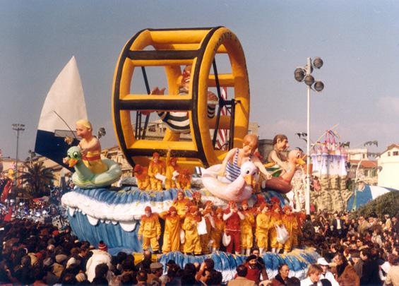 Vacanze a Viareggio di Paolo Lazzari - Carri piccoli - Carnevale di Viareggio 1981