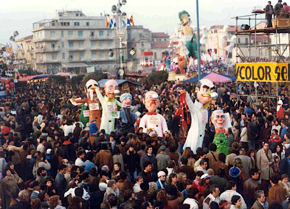 Portobello, mercatino di carnevale di Roberto Galli e Sabrina Tamburini - Mascherate di Gruppo - Carnevale di Viareggio 1982