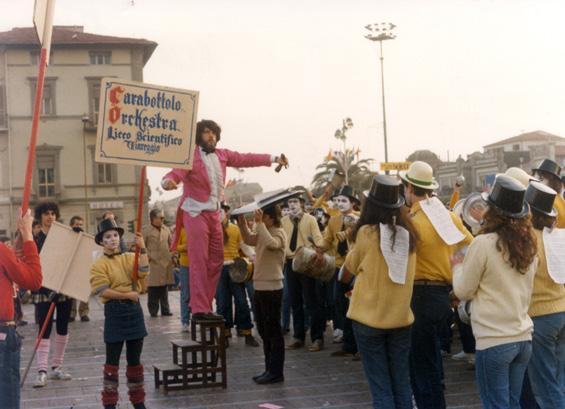 Carabattolo orchestra di Liceo Scientifico - Palio dei Rioni - Carnevale di Viareggio 1983