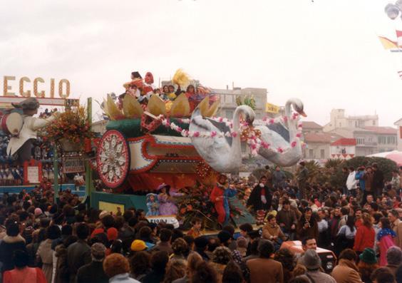 Carro fiorito di Rione Migliarina - Fuori Concorso - Carnevale di Viareggio 1983