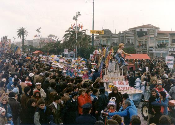 Dieci anni in maschera di Rione Torre del Lago - Palio dei Rioni - Carnevale di Viareggio 1983