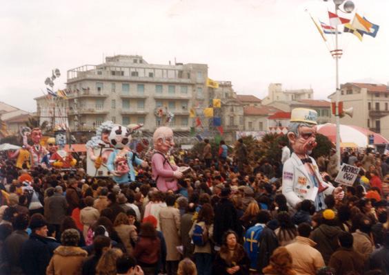Le baby sitter di Piero Farnocchia - Mascherate di Gruppo - Carnevale di Viareggio 1983