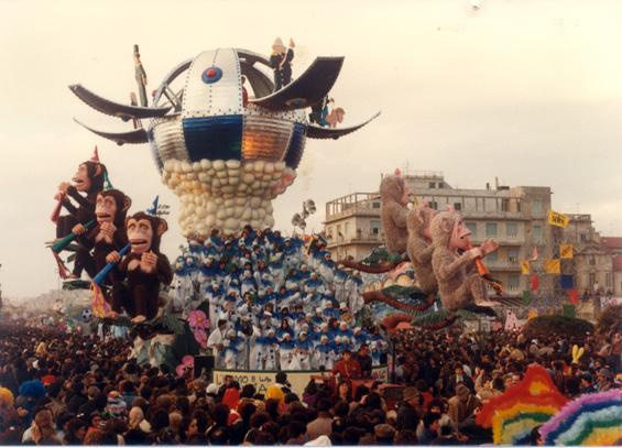 L'uomo e la scimmia di Paolo Lazzari - Carri grandi - Carnevale di Viareggio 1983