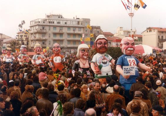 Non è mai troppo tardi di Angelo Romani - Mascherate di Gruppo - Carnevale di Viareggio 1983