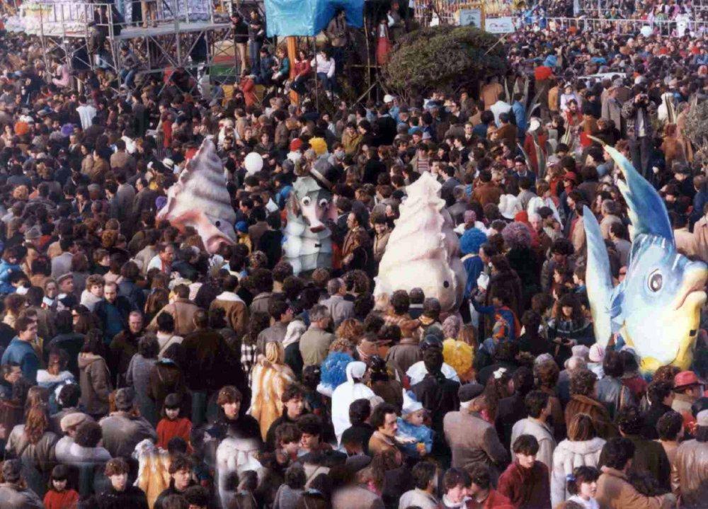 Alice al carnevale di Maria Angela Rugani - Mascherate di Gruppo - Carnevale di Viareggio 1984