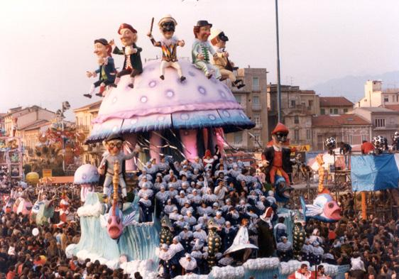 Assalto a Viareggio di Paolo Lazzari - Carri grandi - Carnevale di Viareggio 1984