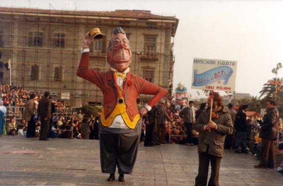Attenti al botto di Luigi Miliani - Maschere Isolate - Carnevale di Viareggio 1984