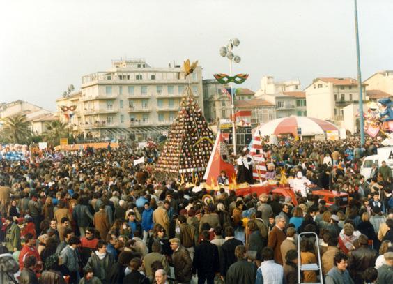 Cambiamo banda musicale di Istituto Magistrale Marina di Carrara - Fuori Concorso - Carnevale di Viareggio 1984