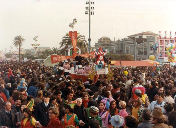 Le chiacchere le porta via il vento di Rione Mescolato - Fuori Concorso - Carnevale di Viareggio 1984