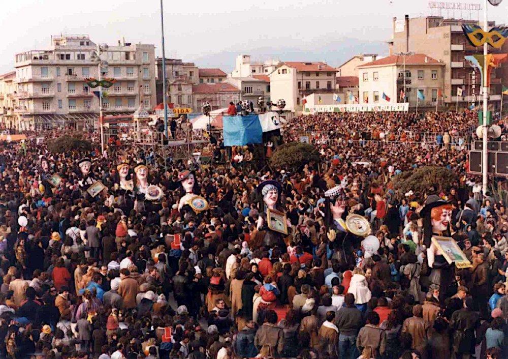 Le vedove allegre di Carlo e Giorgio Bomberini - Mascherate di Gruppo - Carnevale di Viareggio 1984