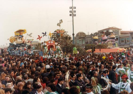 Premiatissima 83 al Carnevale di Viareggio di Rione Croce Verde - Palio dei Rioni - Carnevale di Viareggio 1984