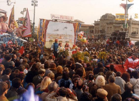 Pronto Raffaella? di Amedeo Nuti e Rione Torre del Lago - Fuori Concorso - Carnevale di Viareggio 1984