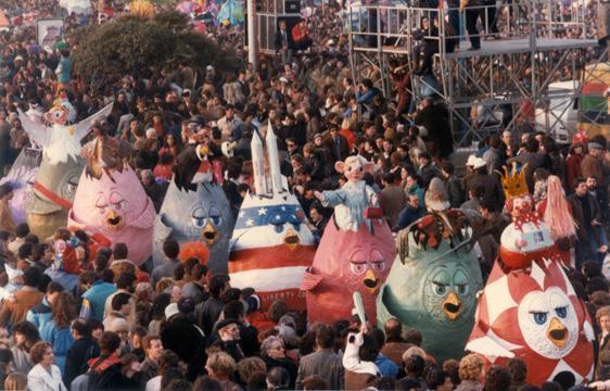 Super colomb parade di Roberto Musetti - Mascherate di Gruppo - Carnevale di Viareggio 1984