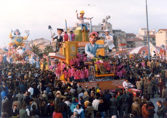 Chi si accontenta gode di Mario Neri, Emilio Cinquini, Giuseppe Palmerini - Carri piccoli - Carnevale di Viareggio 1985