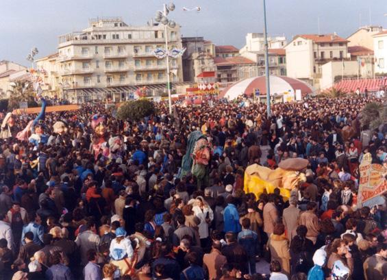 Cosmesi di ricerca di Laura Canova - Mascherate di Gruppo - Carnevale di Viareggio 1985