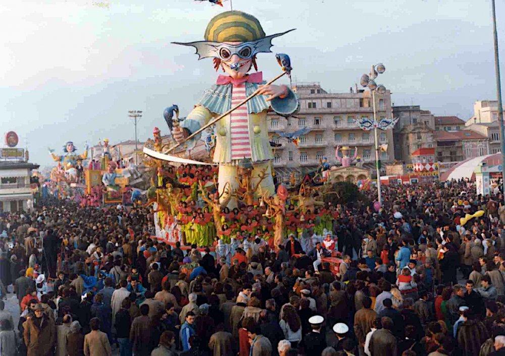 Il mietitore di Giulio Palmerini (progetto di Nilo Lenci) - Carri grandi - Carnevale di Viareggio 1985