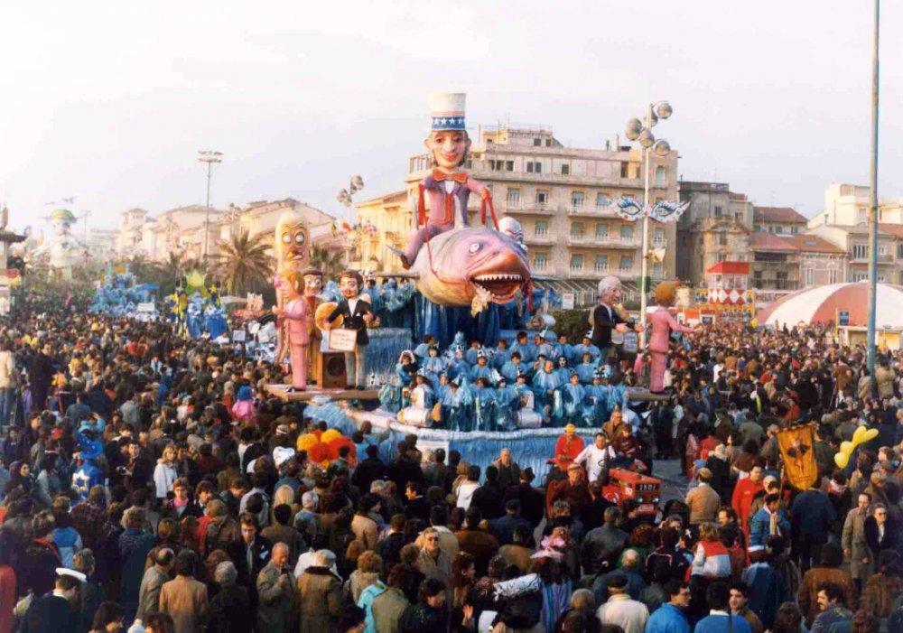 Lo squalo Sam di Rione Vecchia Viareggio - Carri piccoli - Carnevale di Viareggio 1985
