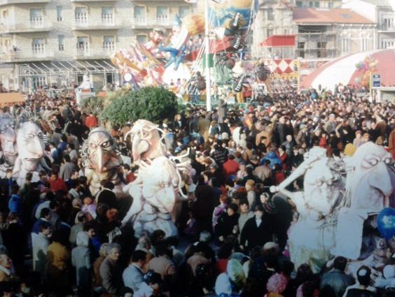 Ottimisticamente il giorno dopo di Mariangela Rugani - Mascherate di Gruppo - Carnevale di Viareggio 1985