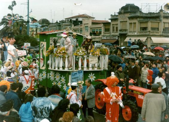 Viareggio... dalle stelle alle stalle di Rione Mare - Palio dei Rioni - Carnevale di Viareggio 1985