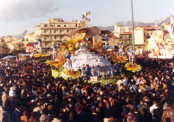 Fantasia floreale di Rione Migliarina - Fuori Concorso - Carnevale di Viareggio 1986